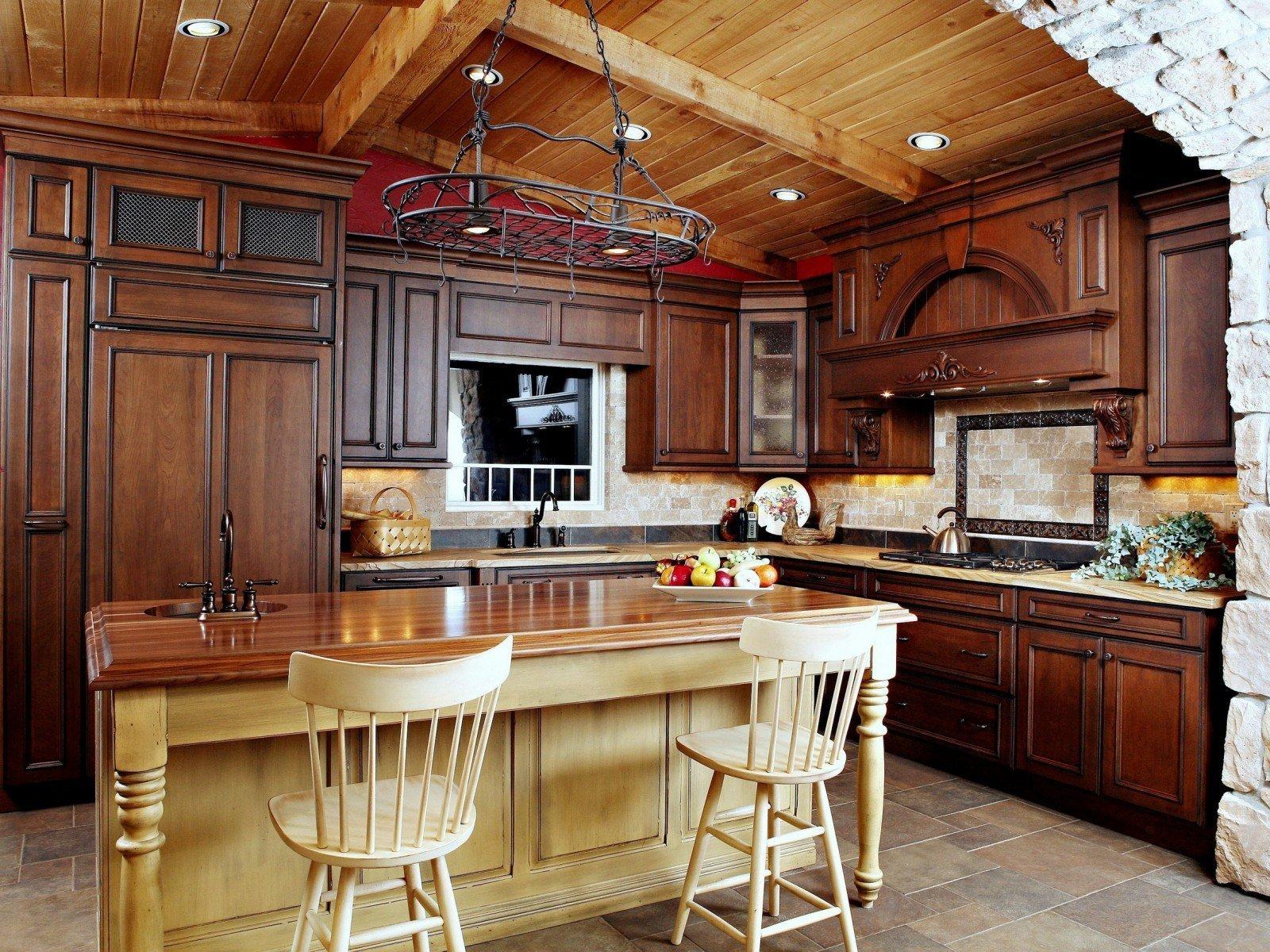 кухни в деревянном доме массив фото