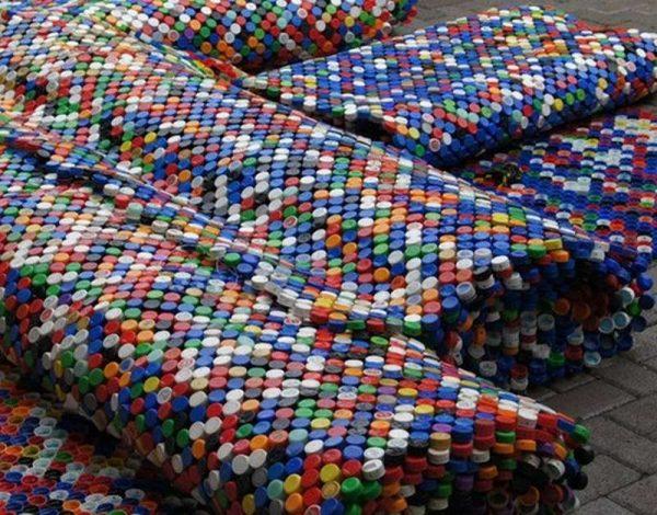 Невероятно крутые вещи из обычных пластиковых крышек