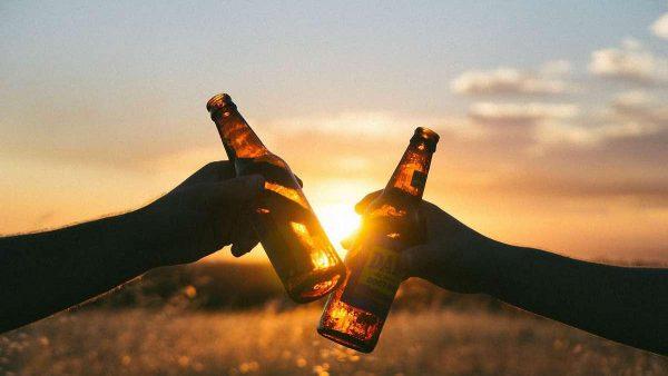 Чтобы в старости сохранить ясный ум, пейте алкоголь в молодости!