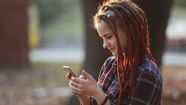 Почему не стоит забирать у подростка телефон